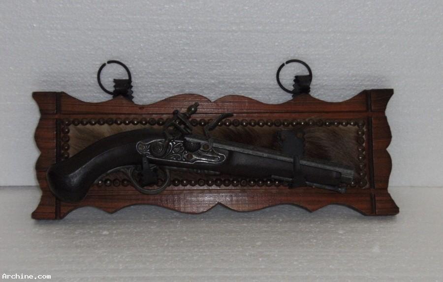 Pistolet factice de d coration r plique d 39 un pistolet for Pistolet decoration