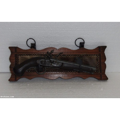 Pistolet factice de d coration r plique d 39 un pistolet for Pistolet de decoration